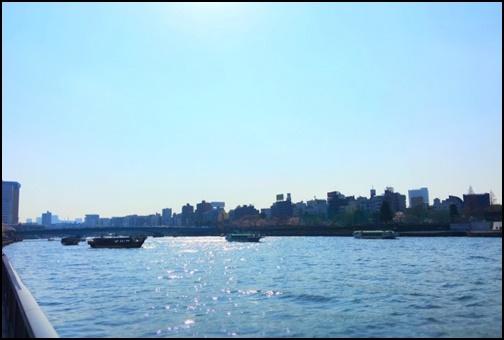 隅田川と屋形船の画像