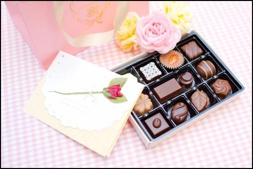 バレンタインのチョコレートと手紙の画像