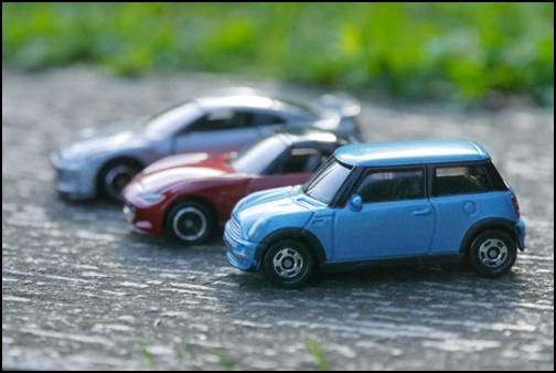 駐車場と車の画像
