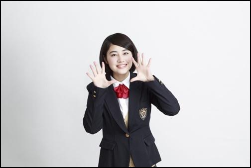 応援する女子高生の画像