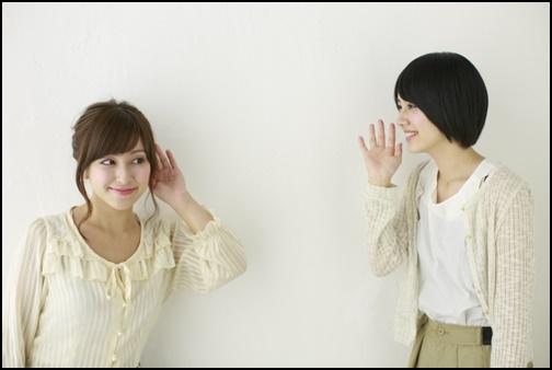 会話する女子高生の画像