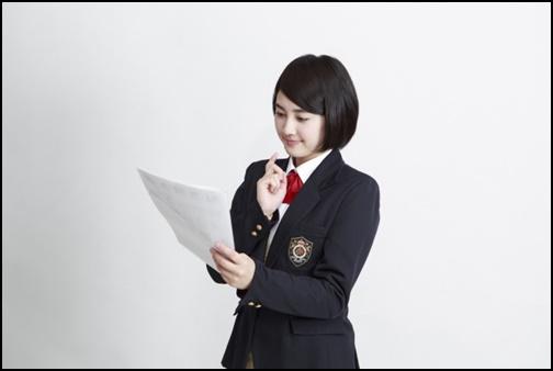容姿を見る女子高生の画像
