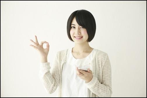丸を出している女子高生の画像