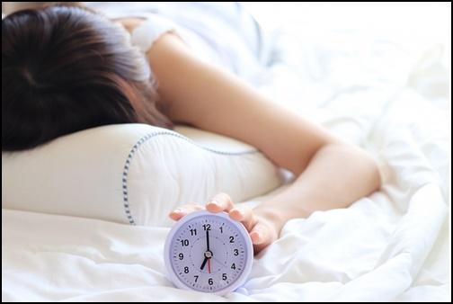 早朝の起床の画像
