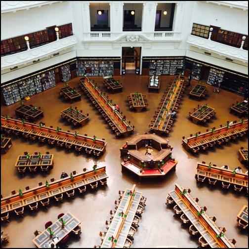ビクトリア州立図書館のがが像