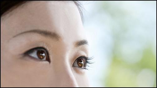 マスカラした目の画像