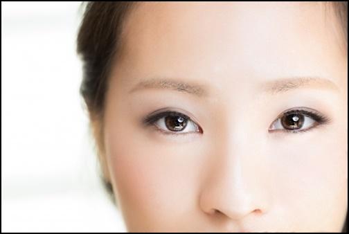 女性の目と鼻の画像