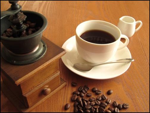 コーヒーとミルクの画像