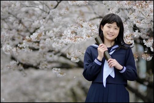 高校を卒業した女子高生の画像