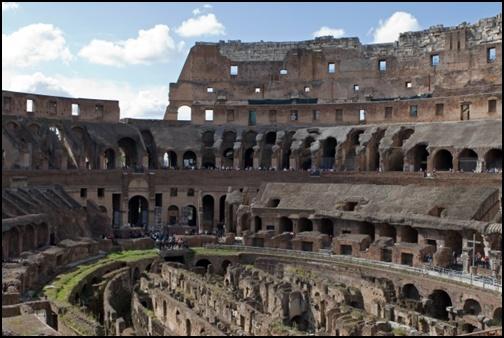 コロッセオの地下競技場の画像