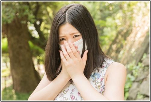 花粉症の女性の画像