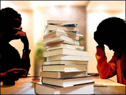 勉強しているが思考力が凝り固まっている大人の画像