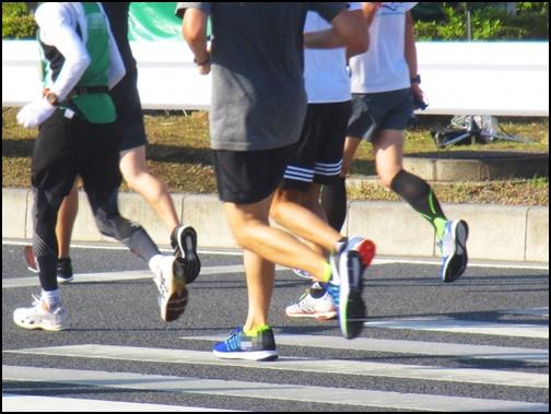 マラソンをしている画像