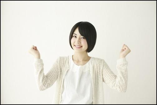 ガッツポーズ姿の女子高生の画像