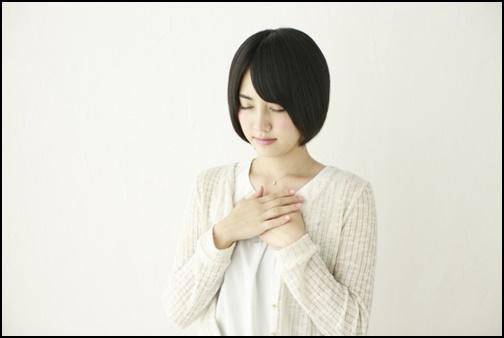 瞑想する女子高生の画像