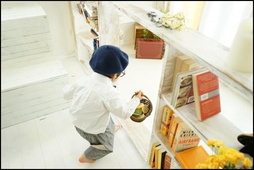 買い物する幼児の画像