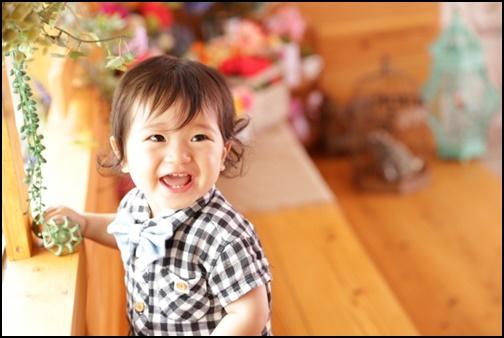 笑顔の1歳の男の子の画像