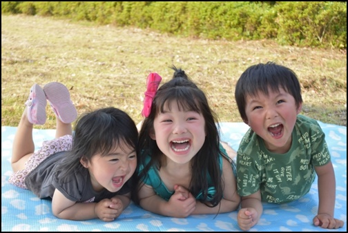 笑顔の子供達の画像