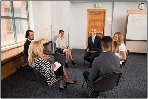 外国人のグループセッションの画像