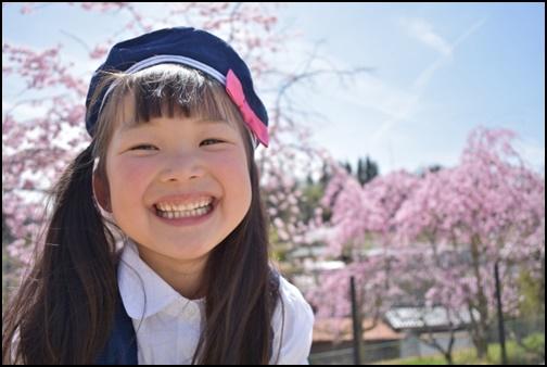 笑顔の園児の画像