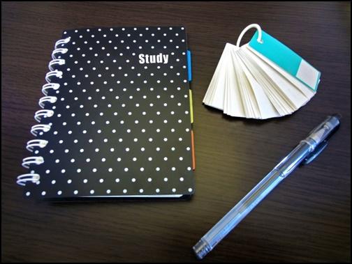 ノートとフラッシュカードとシャーペンの画像