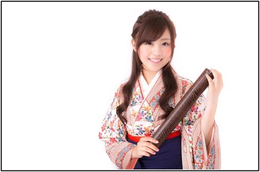 袴の女性の画像