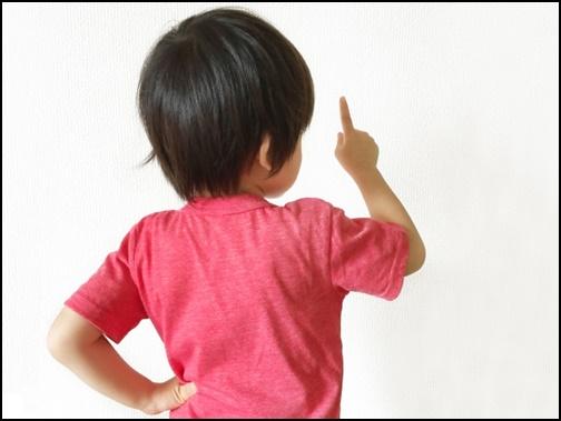 主張する男の子の画像
