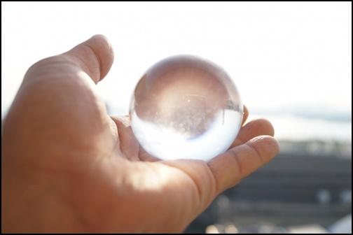 手のひらい載せた水晶の画像