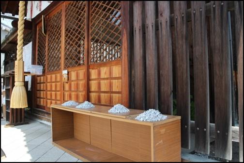 櫟谷七野神社の白砂の画像
