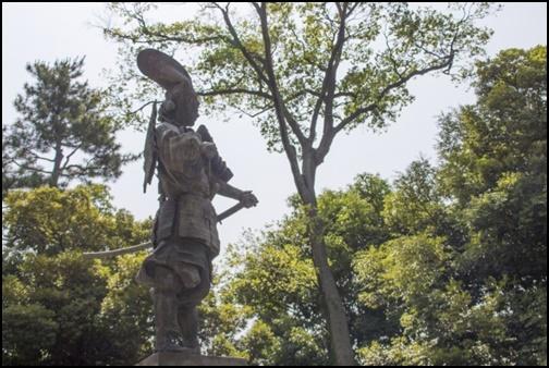 織田信長の銅像の画像