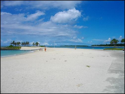 沖縄のエメラルドビーチの画像