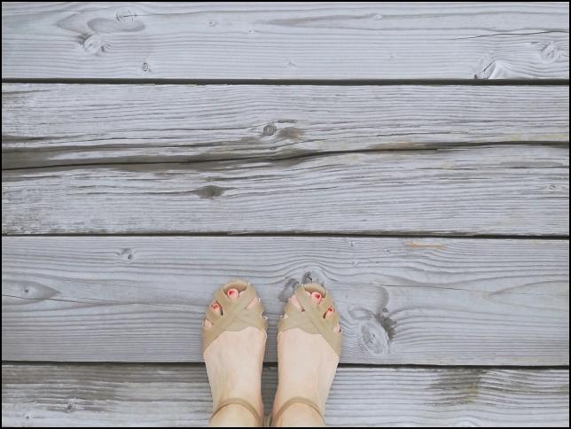 サンダル女性の足の画像