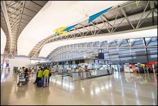 空港のロビーの画像