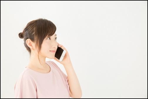 電話している女性の画像