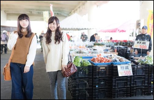 女子旅で朝市にいく渡辺友美子と河村友歌の画像