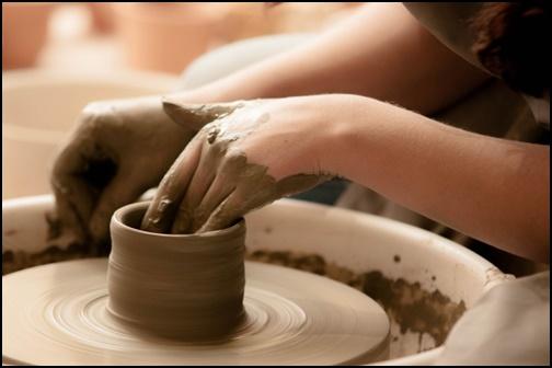 陶器を作る画像