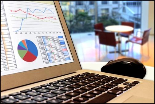 パソコンで資料作成の画像