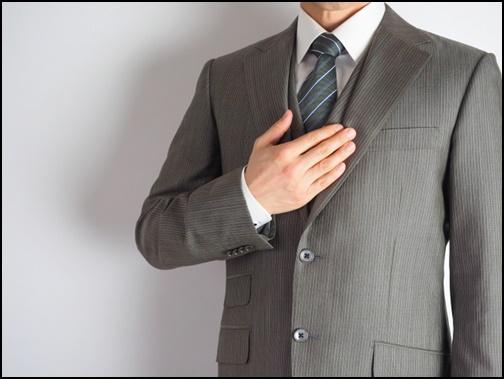 スーツ姿の男性画像