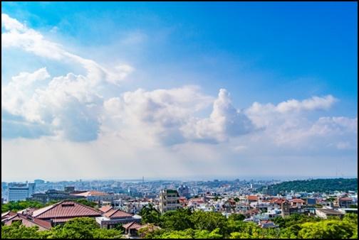 沖縄の西のアザナの画像