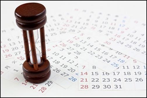 砂時計とカレンダーの画像