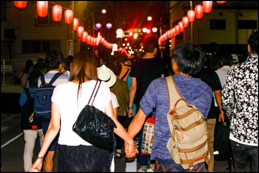 花火大会の帰り道の画像