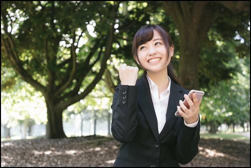 就職活動を張りきる女子大学生の画像