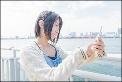 自撮りする女子の画像