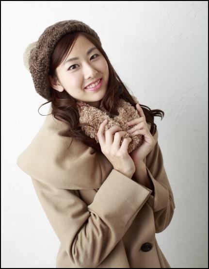 コートを着た女性の画像
