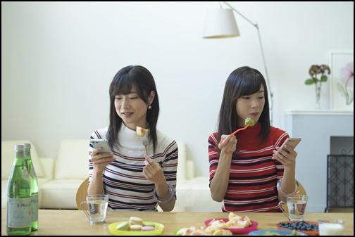 双子の姉妹の画