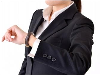 女性就活生の腕時計画像
