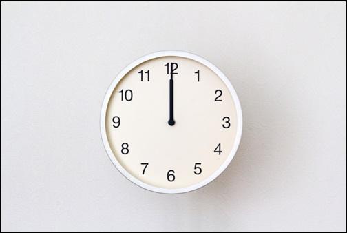 正午の時計の画像