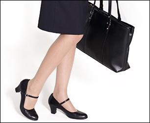 就職活動の女性のストッキングの画像