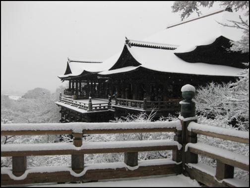 雪の清水寺の画像