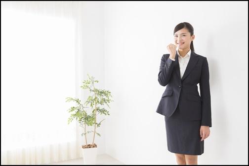 就活生女性の服の画像